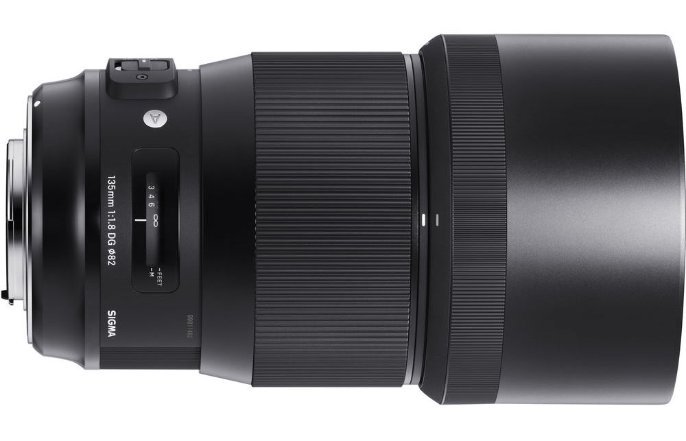 Sigma 135 f1.8 ART With hood
