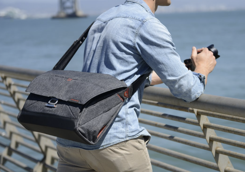 How a messenger bag should be worn to minimise fatigue